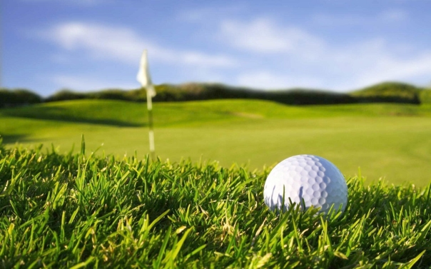 blue-sky-wallpaper-photo-and-white-golf-ball-in-green-field-stock-free-photos-for-commercial-use-