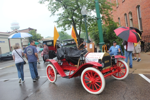 The rains came and yet there were still a few hardy souls viewing the cars in downtown Vicksburg. Pictured here is the prized 1910 Brush Runabout brought to the event by the Gilmore Car Museum.
