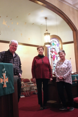 Pastor Greg Culver at the pulpit of the historic sanctuary in the Vicksburg United Methodist Church. To his side are the anniversary celebration co-chairs Aileen Greanya and Vera Walker.