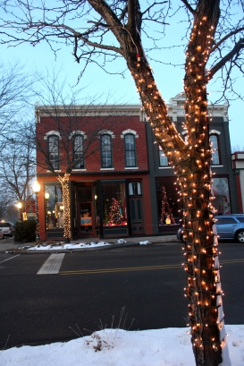 Downtown Vicksburg store fronts add to the festivities during the holidays with their beautiful décor. Natasha Hanichen and her legion of helpers have again created a fantasyland.